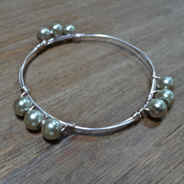 Rose-Gold Wire Bangle with Champaign Glass Pearls