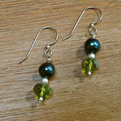 Dark Blue Pearl and Green Crystal Earring