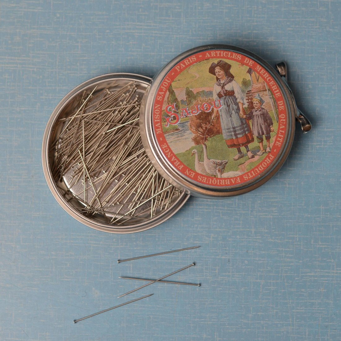 Sajou tin with steel pins
