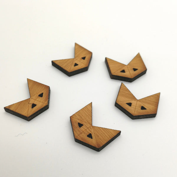 Arrow Mountain Bamboo Button - Fox 16 x 18mm