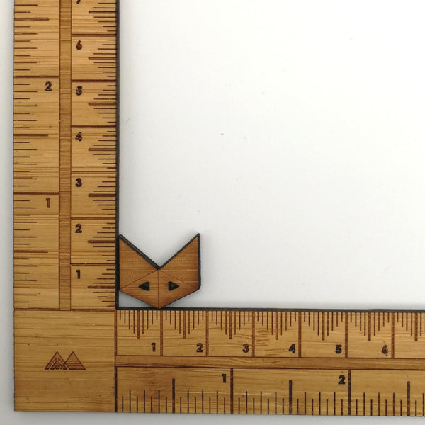 Arrow Mountain Bamboo Button - Fox 16 mm x 18 mm