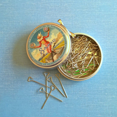 Sajou Tin With Triangle Pins