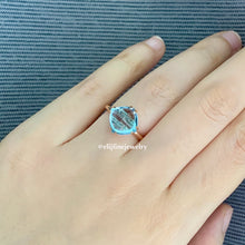 Load image into Gallery viewer, Sky Blue Topaz Sugarloaf 18k Ring