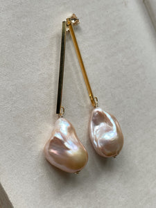 Large Peach Baroque Pearls on Goldplated Long Bars