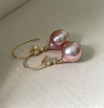 Load image into Gallery viewer, Peach Edison & Bees 14kGF Earrings