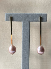 Load image into Gallery viewer, Big Pink Edison Pearls on Goldplated Long Bar Studs