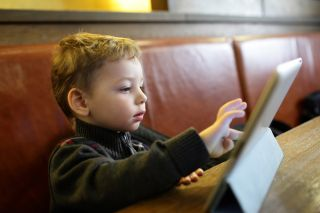 6 ways electronic screen time makes kids angry, depressed and unmotivated