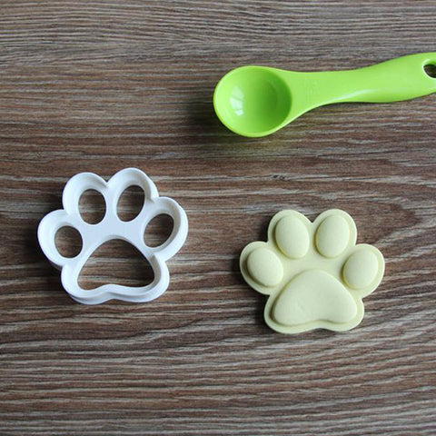 Doggy Paw & House cookie cutter set with green spoon.