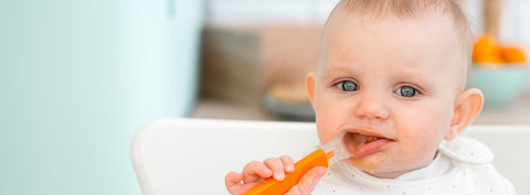 Tips and guidelines to your baby's feeding milestones and introducing solids