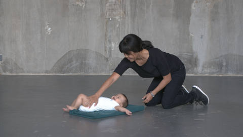 Which exercises can you perform with a baby of, say, 2 weeks or 5 months?