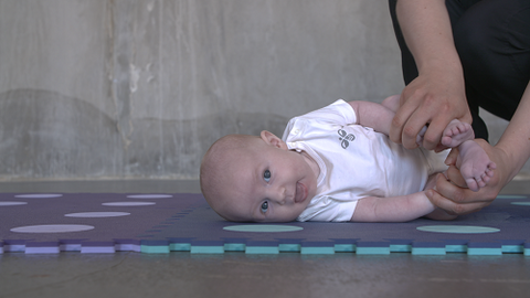 With the BabyGym app, you get videos with exercises instructed by professionals for your child age 0 to 18 months