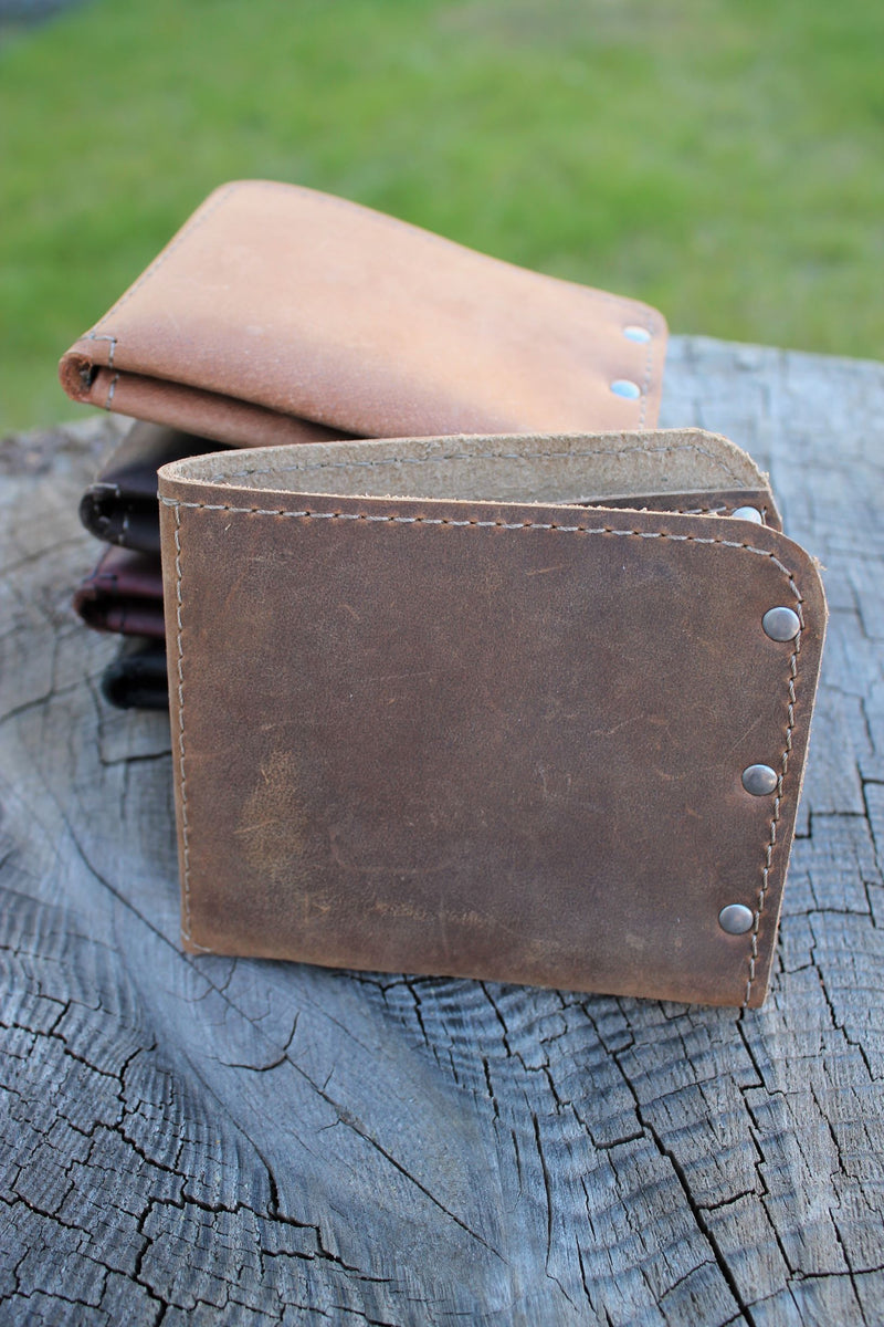 Personalized Leather Gifts for Him: Minimalist Leather Men's Monogram Personalized Wallet