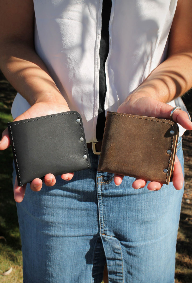 Small Leather Accessories: Minimalist Leather Men's Monogram Personalized Wallet