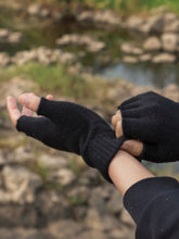 Load image into Gallery viewer, Fagin Fingerless Gloves