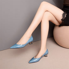 Load image into Gallery viewer, Cow Patent Leather Pumps