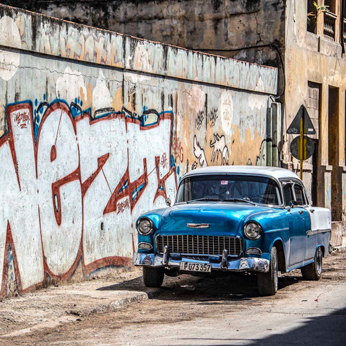 Vintage Chevrolet and Graffiti, Havana - Dirk Seyfried