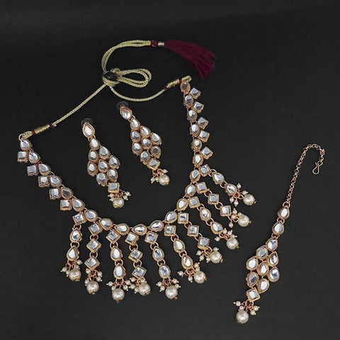 Kriaa Gold Plated White Kundan And Pearl Necklace Set With Maang Tikka - 1107981