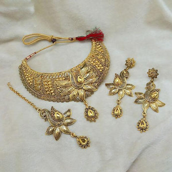 Kriaa Gold Plated Brown Kundan Choker Necklace Set With Maang Tikka - 1113607