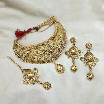 Kriaa Gold Plated Brown Kundan Choker Necklace Set With Maang Tikka - 1113608