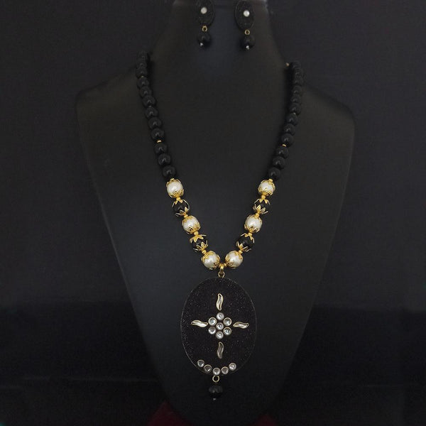 Kriaa Black Beads And Kundan Gold Plated Necklace Set - 2800336