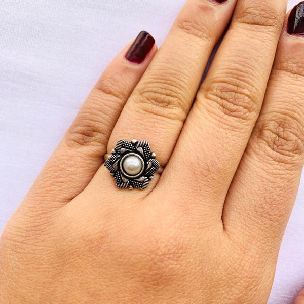 NitAgni Oxidised Silver Pushp Ring