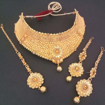 Utkrishtt Brown Stone Necklace Set With Maang Tikka - 1107932