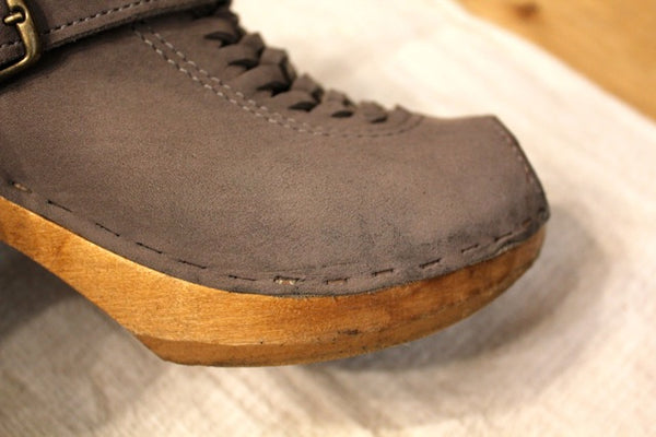 how to clean suede shoes naturally