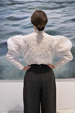 Shirt with Puff sleeves.