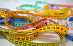 colorful measuring tapes to measure your wrist