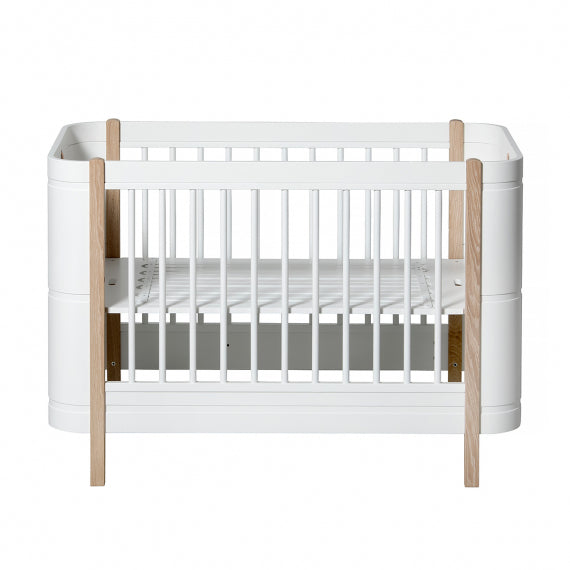 Wood Oliver Furniture Evolutionary Bed - 2 Color Variants - Decochic