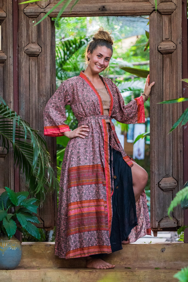 This beautiful boho chic style Kimono is made from recycled fabrics. Mamma Nomad creates with Ethical and Eco-friendly values. Size XS to L. Comfortable and very elegant.