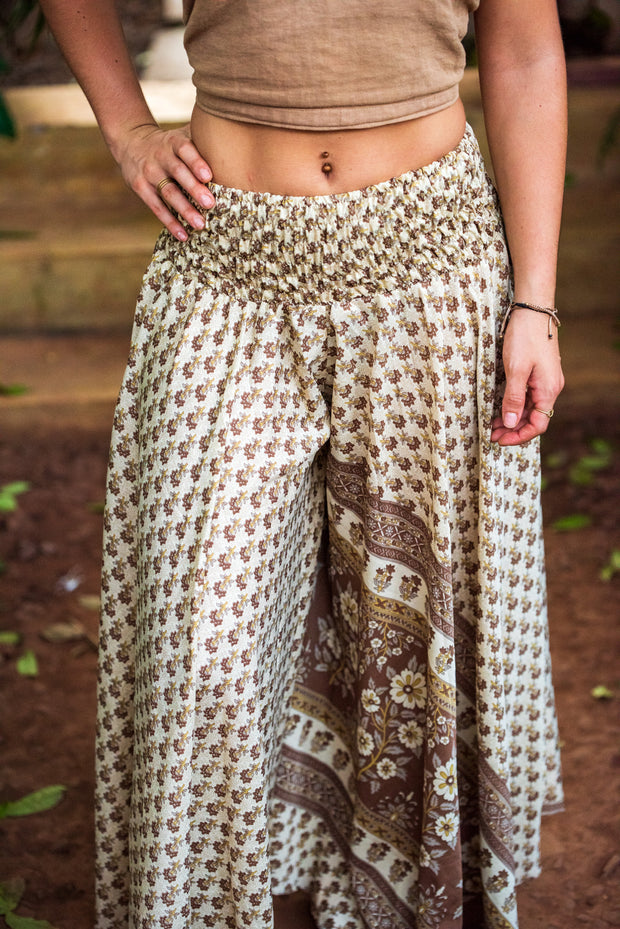 These beautiful hippie pants are made from recycled fabrics. Super comfortable and amazing to dance with. Mamma Nomad creates with ethical and environmental values. Eco-friendly clothing.