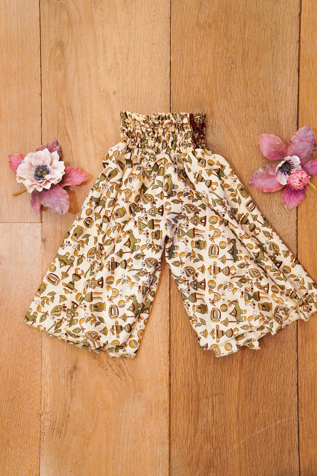 Eco-friendly, Bohemian little pants made from leftover fabrics. Mamma Nomad: Sustainable yet affordable children's clothes.