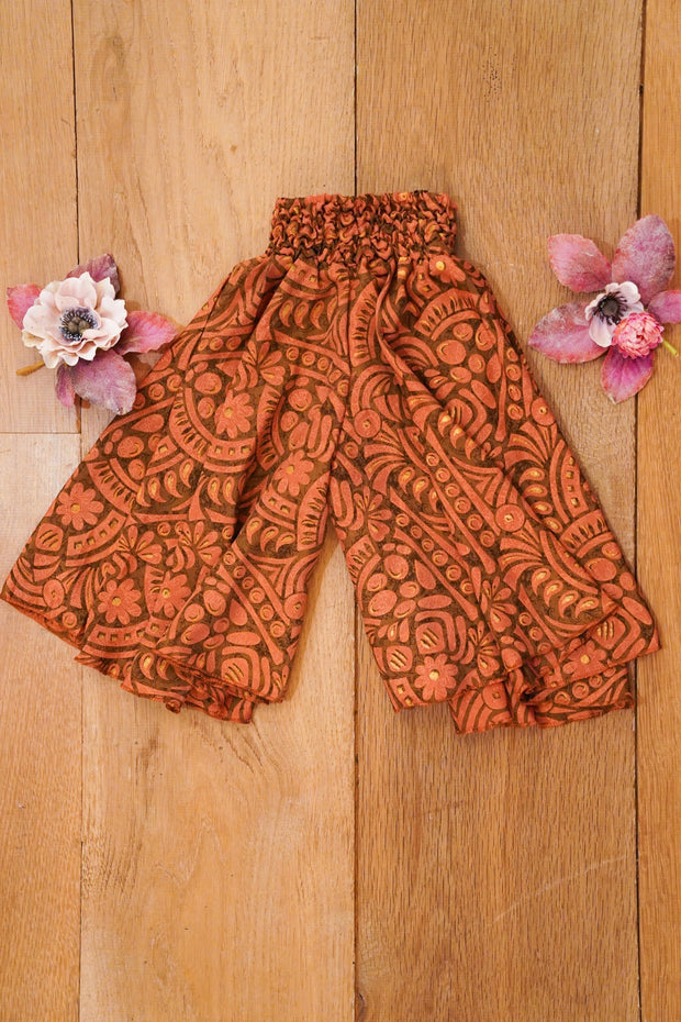 Bohemian little pants made from recycled fabrics which makes it eco-friendly. Mamma Nomad: Sustainable yet affordable children's clothing.