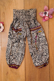 Little bohemian harem pants made from recycled fabrics.  Mamma Nomad: Environment friendly children's fashion for affordable prices.
