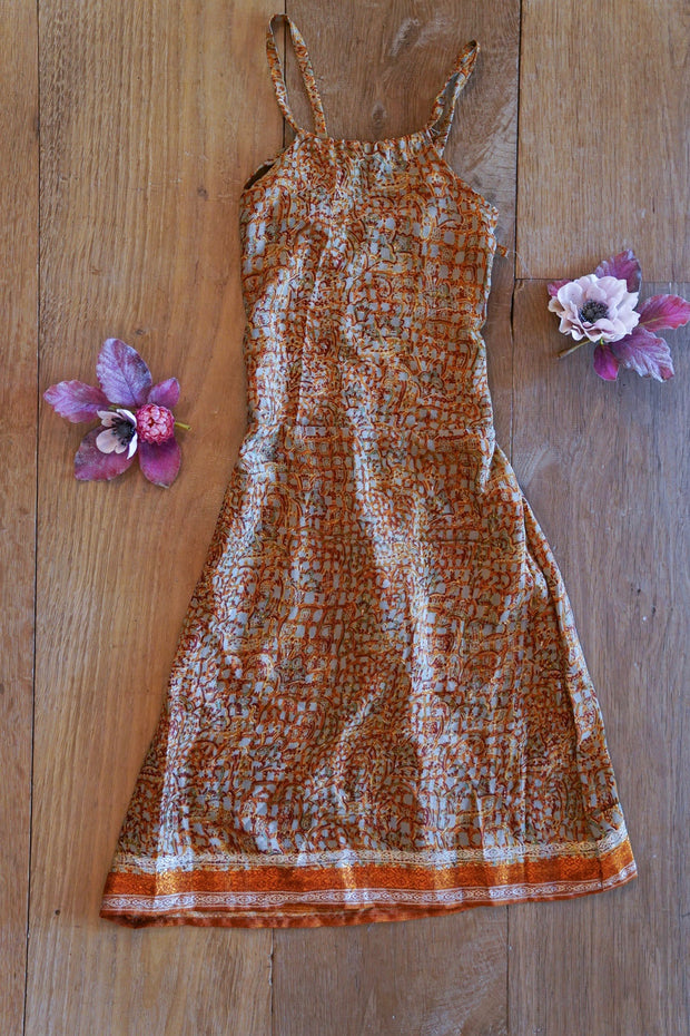 Beautiful hippie dress for children. Mamma Nomad: Sustainable yet Affordable fashion.