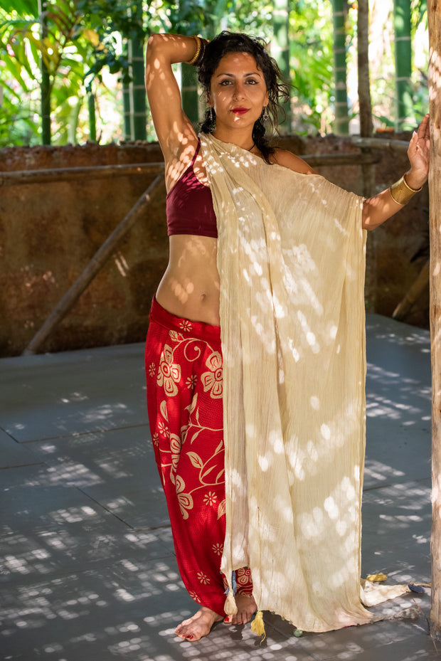 Mama Nomad creates with ethical and environment friendly values. Colorful sustainable fashion. These beautiful bohemian style Harem-trousers that look like a skirt, are made from recycled fabrics.