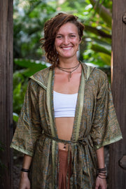 This beautiful Kimono is made from recycled fabrics. Size XS to XL. Comfortable and very elegant. Eco and Ethical-Friendly by Mamma Nomad.