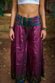 Mamma Nomad creates with ethical and eco-friendly values. Sustainable fashion for a affordable price. This beautiful boho chic style pants are made from recycled fabrics. Very comfortable and elegant.