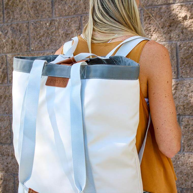 college student carrying laundry in the Laundry Backsack LUXE in Cream