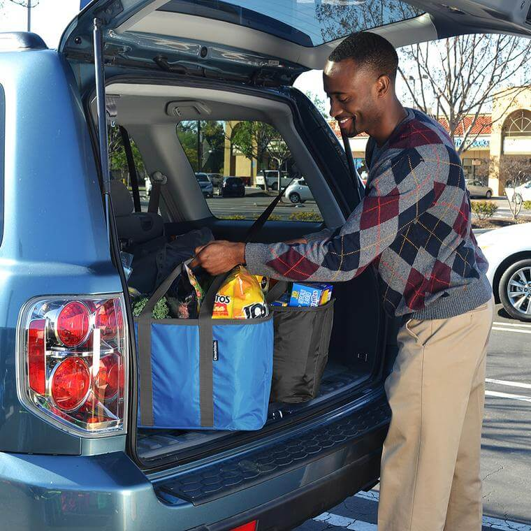 man loading groceries in his car using SnapBasket Totes