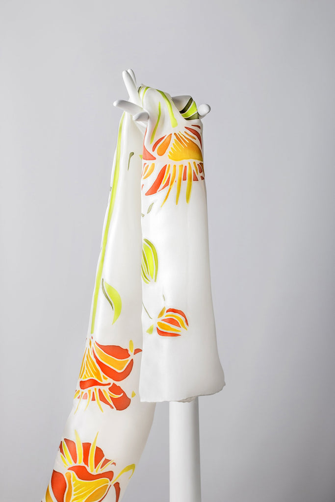 ASIATIC LILY Hand-painted shawl details