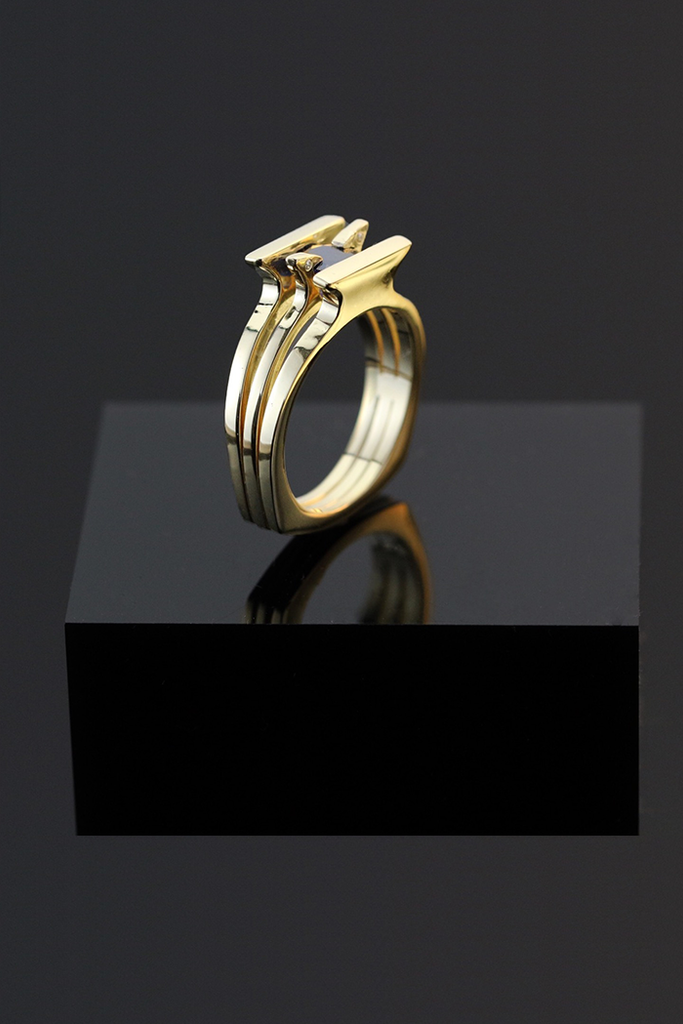 GAZELLE gold ring with sapphire gemstone