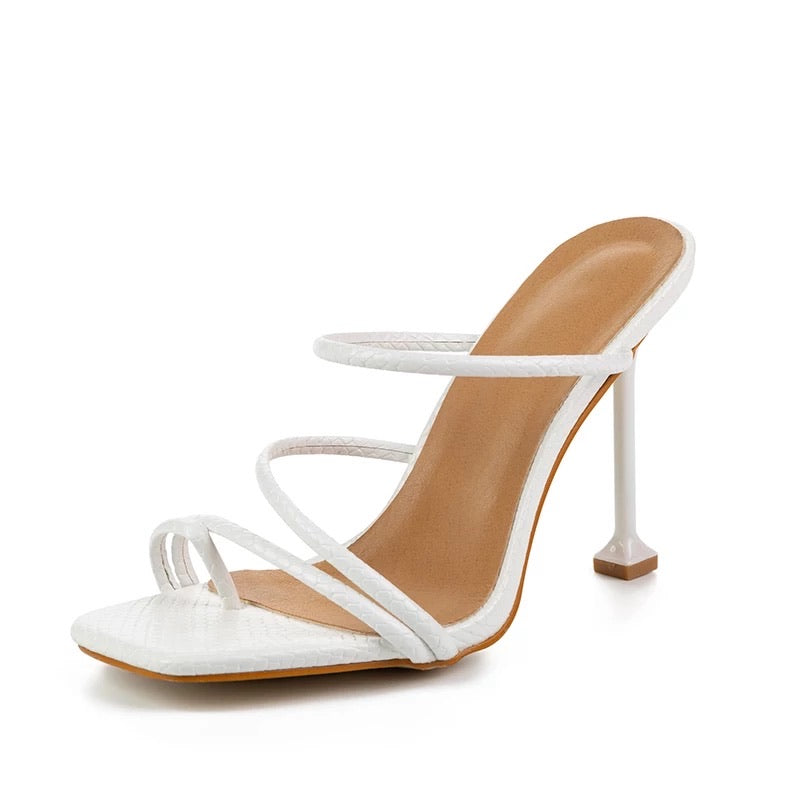 Square Toe Strapped Heel Sandals - BEYAZURA.COM