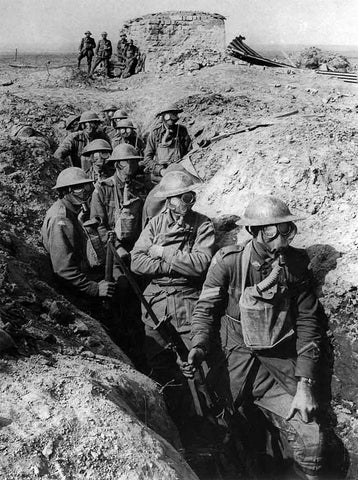 world war 1 soldiers with gas masks