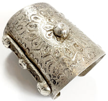 Load image into Gallery viewer, Vintage Handmade Wide 5-1/2 oz Sterling Silver Heavily Carved Cuff Bracelet