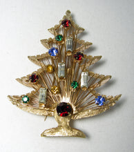Load image into Gallery viewer, Vintage 1950s 4 Candles Christmas Tree Pin - JD10127
