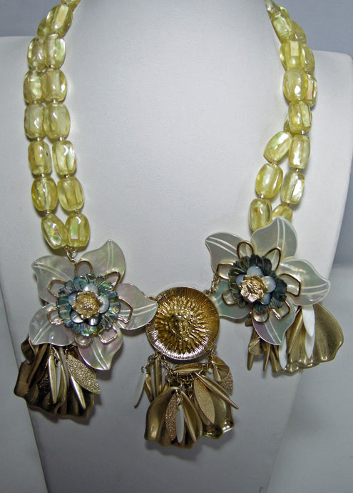 Vintage 1970s Lucite Floral Necklace