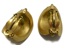 Load image into Gallery viewer, Vintage Gold Tone Ribbed Clip Earrings