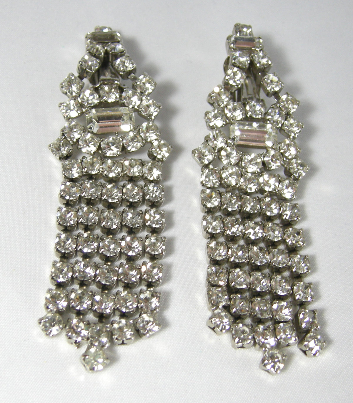2 34 Long NY Estate Jewelry Dramatic Vintage Dangling Rhinestone /& Silver Link Clip Back Earrings